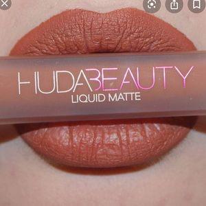 Huda liquid lipstick